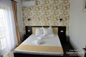camera-cu-pat-matrimonial-apartament-Delta-Dunarii