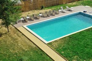 Pensiunea Carasuhat are o minunata piscina, locatie excelenta de cazare in Delta Dunarii, pe bratul Sfantul Gheorghe