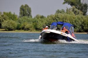 Plimbare cu barca in Delta Dunarii la pensiunea Carasuhat